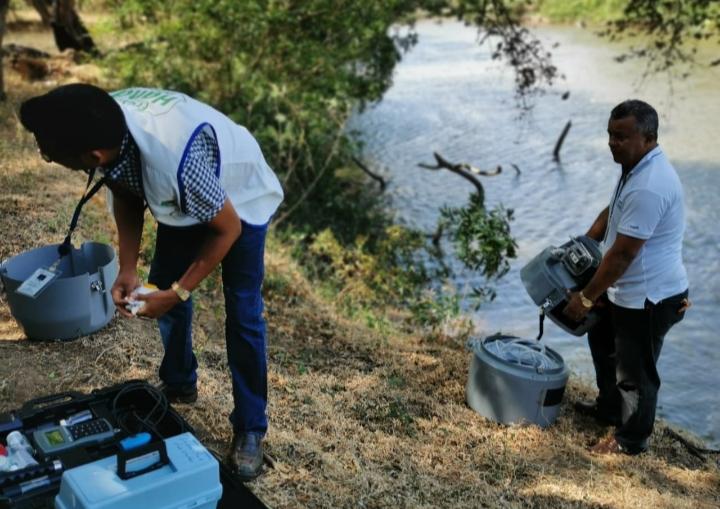 Funcionarios llevan a cabo inspecciones en diversos ríos. FOTO/THAYS DOMÍNGUEZ