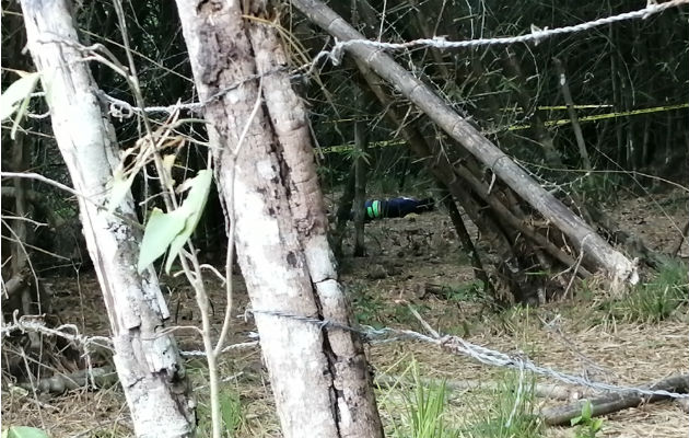 La víctima vestía un pantalón corto color azul y suéter del mismo color, estaba boca abajo. Eric Montenegro.
