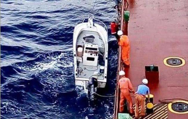 Salieron a pescar en aguas de Jamaica y el motor de les dañó. Foto: Diómedes Sánchez