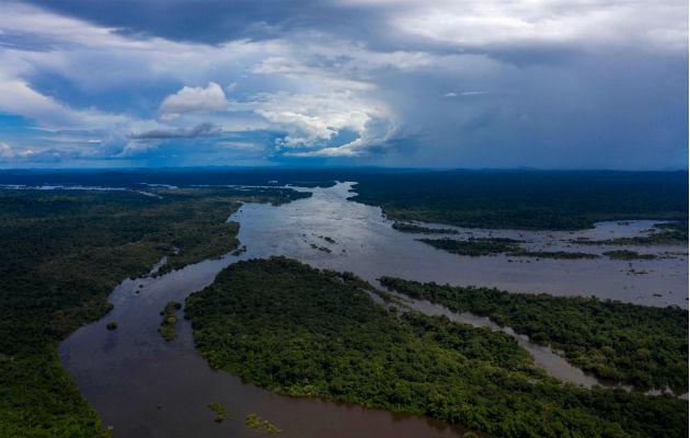 Algunos temen que el Gobierno perturbe a tribus del Amazonas que viven aisladas. Territorio indígena en Pará. Foto / Mauro Pimentel/Agence France-Presse — Getty Images.