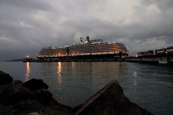 Holland America Line defendió su decisión de iniciar la repatriación de pasajeros al asegurar que