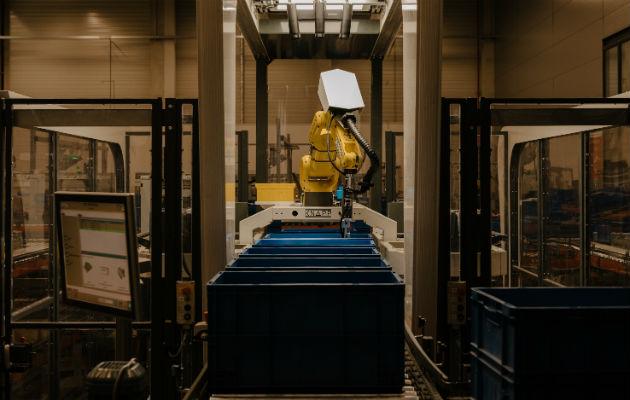 Un robot hecho por Knapp puede clasificar más de 10 mil artículos distintos, con precisión superior al 99 por ciento. Foto / Robert Rieger para The New York Times.