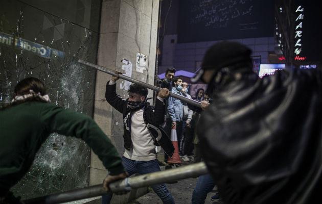 Protestas anti Gobierno estallaron en Líbano en octubre, uniendo a personas de diferentes sectas. En Beirut, en enero. Foto / Diego Ibarra Sanchez para The New York Times.