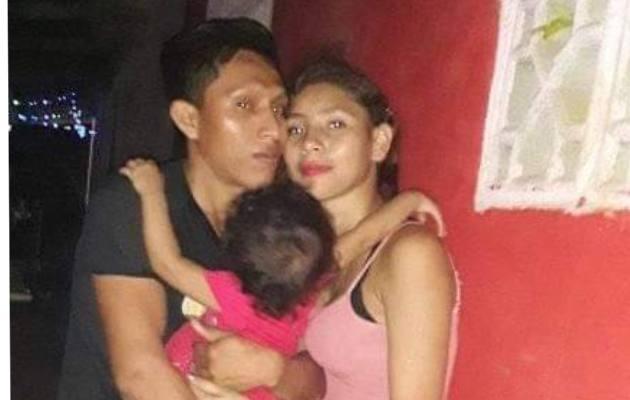 La joven que se presume que es Mónica Serrano está casada y tiene una hija.