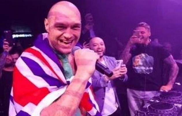Tyson Fury dominó fácil a Wilder.