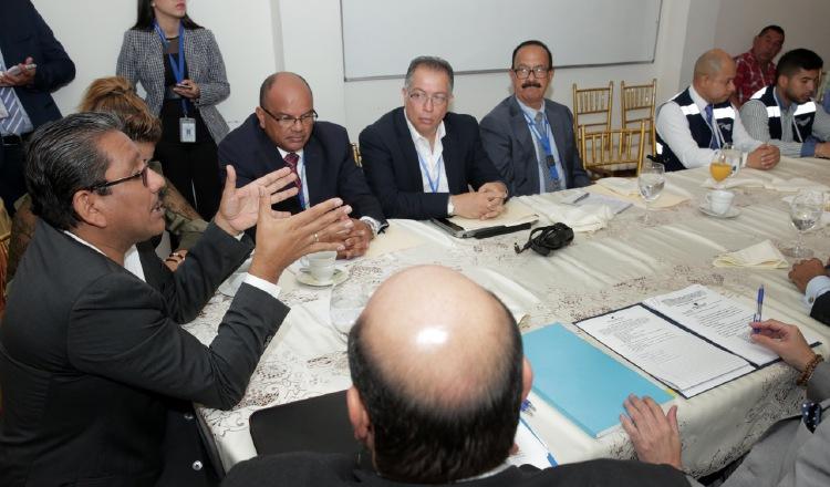 La decisión se da en medio de un proceso de diálogo entre transportistas y el gobierno, sin participación de otros sectores.