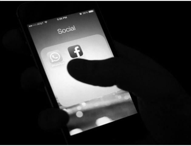 Las redes sociales muestran lo peor de la miseria humana de algunos grupos. Foto Archivo.