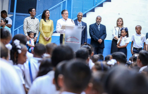 Acto cívico en la escuela Manuel José Hurtado.