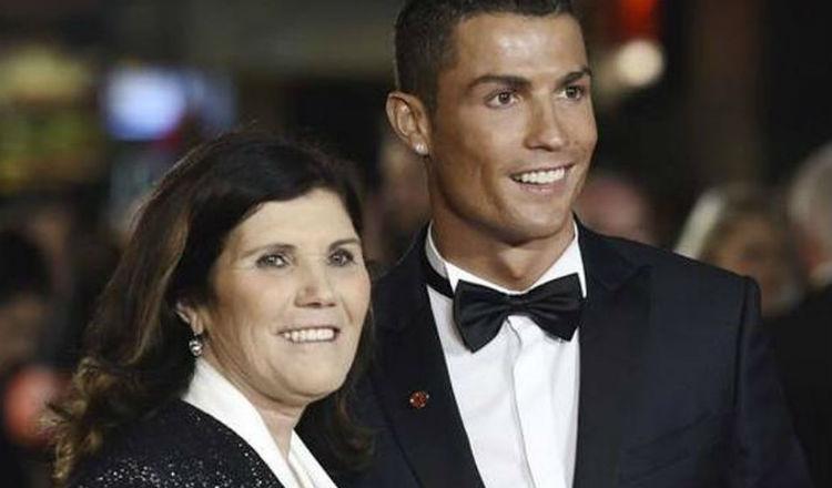 Cristiano Ronaldo junto a Dolores Aveiro. Foto EFE