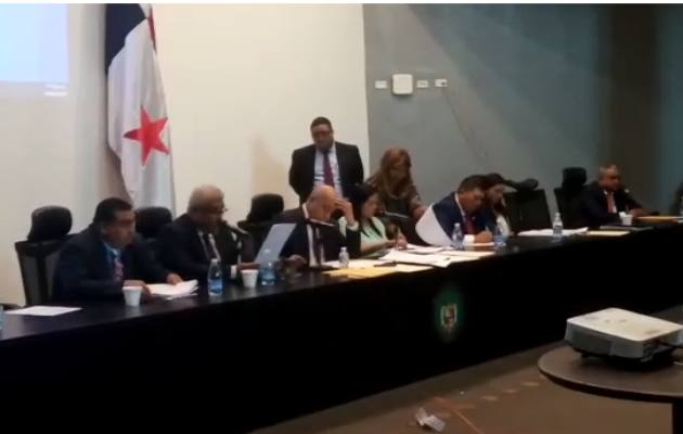 El director médico del Hospital Materno Infantil José Domingo de Obaldía de responder interrogantes de los diputados de la Asamblea Nacional.
