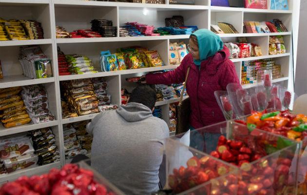 Galletas Gorji Biscuit se beneficiaron con la salida de competidores extranjeros. Un supermercado en Teherán. Foto / Mojgan Ghanbari para The New York Times.