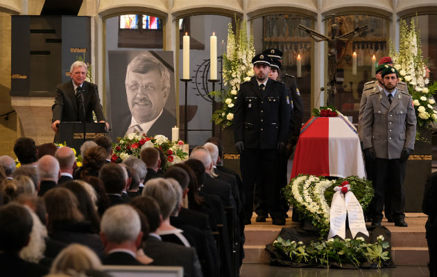 Walter Lübcke, un funcionario regional, murió en junio en un asesinato de ultraderecha. Su funeral en Kassel. Foto / Sean Gallup-Getty Images/Getty Images.