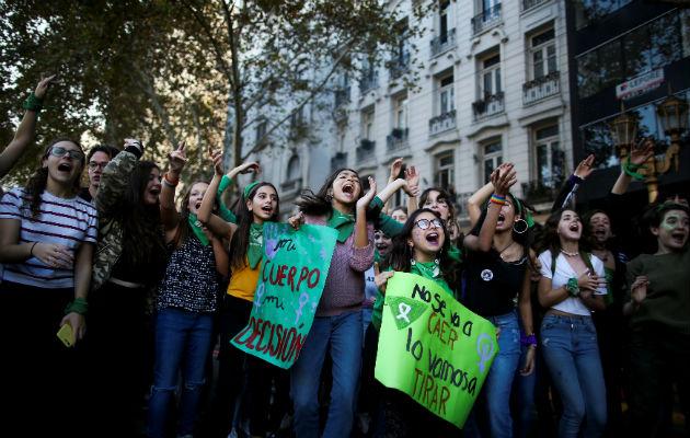 El movimiento pro derecho al aborto en Argentina tiene años de reunir apoyo. Foto / Agustin Marcarian/Reuters.