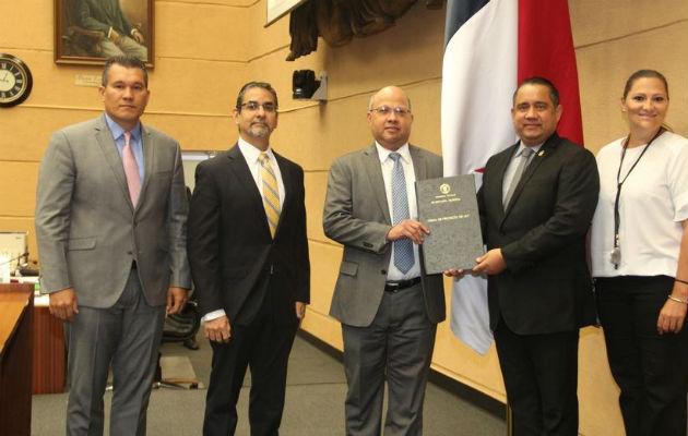Los nuevos superintendentes son: José Luis García Clement; Irving Alejandro Mendoza Aizprúa y Glorianna De Luca Quesada.