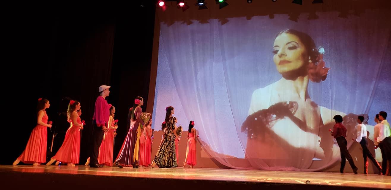 El Ministerio de Cultura, MiCultura, realizó, con el Ballet Nacional de Panamá, un homenaje póstumo, a pocos días de su fallecimiento, a la primera bailarina cubana Alicia Alonso, referente en la historia mundial del ballet. Foto: Facebook Raúl Bernal