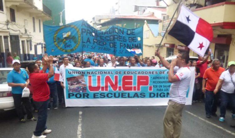 Los docentes han advertido que si la ministra Maruja Gorday de Villalobos no cumple su promesa tomarán acciones de fuerza.