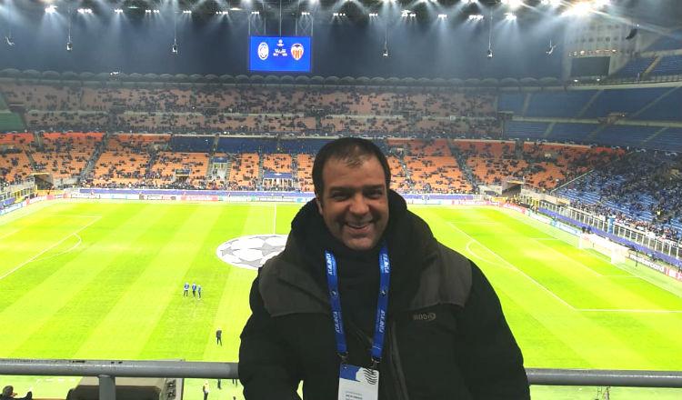Kike Mateu durante el partido del Valencia ante el Atalanta. Foto @kike_mateu