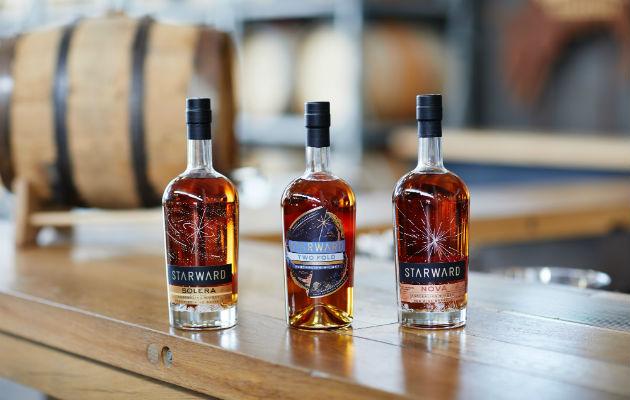 Starward Distillery intenta elaborar whiskey singular de Australia. Añeja algunas variedades en barricas para vino. Foto / Kristoffer Paulsen para The New York Times.