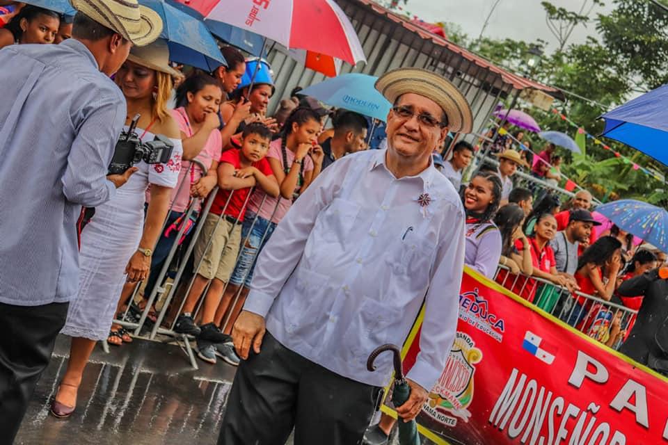 El director del Colegio Monseñor Francisco Beckmann, Norato González, fue la primera víctima fatal del coronavirus (COVID-19) en Panamá, según el registro del Ministerio de Salud.