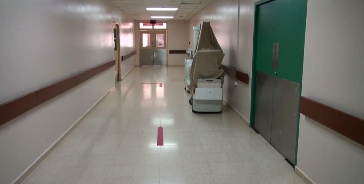 Hay tres médicos hospitalizados entre los 7 pacientes en cuidados intensivos.