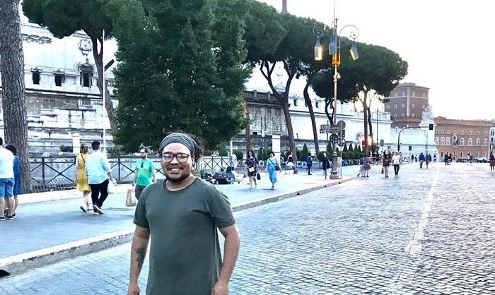 Luis Batista reside en Roma, Italia, donde estudia música desde el 24 de octubre de 2017.
