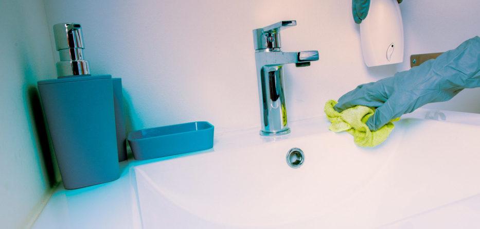 No olvide limpiar los grifos con un paño húmedo de clorox. Foto: Instagram