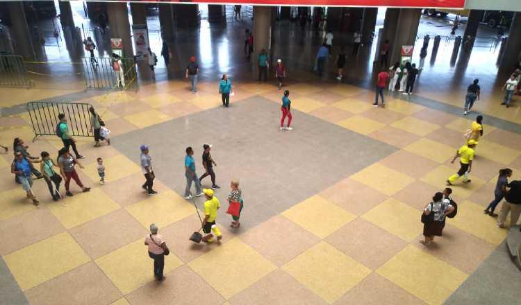 El movimiento era mínimo en los centros comerciales. Archivo
