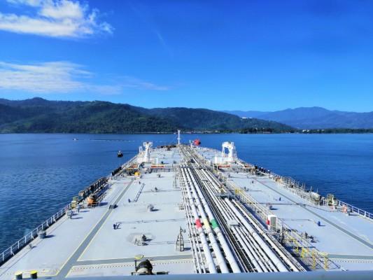 Inmediatamente fue detectada la fuga se activó el Plan de Contingencias para Derrame de Petróleo, se detuvo la operación y se procedió con el despliegue de barreras para contener el producto. Foto/Petroterminal de Panamá