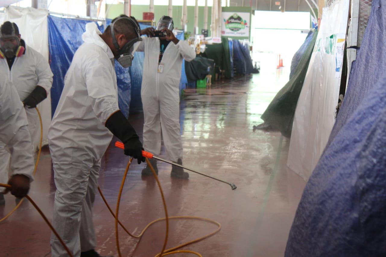 Realizan limpieza en Merca Panamá para prevenir el COVID-19.