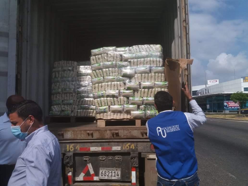 Se espera que estás 50 mil libras de arroz lleguen a los ciudadanos más necesitados de Colón. Foto/Diomedes Sánchez