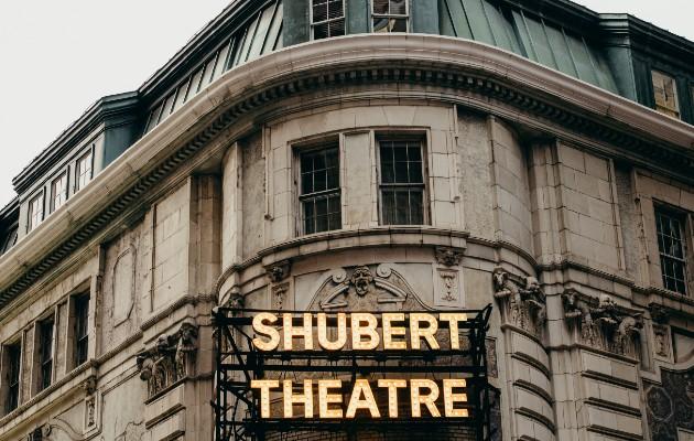 El Teatro Shubert comparte su fachada con el Booth al norte en Shubert Alley y tiene herrumbre veneciano. Foto / George Etheredge para The New York Times.