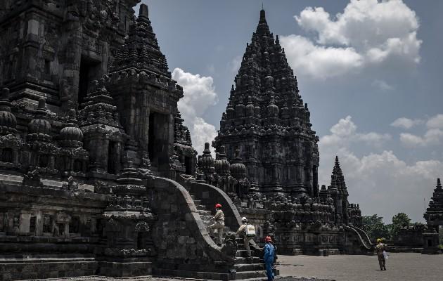 La pandemia ha golpeado muy duro al turismo. Templos en Yogyakarta, Indonesia, cerrados al público. Foto / Ulet Ifansasti para The New York Times.