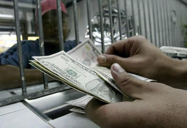 La caída de las remesas afectará a la capacidad de las familias. EFE