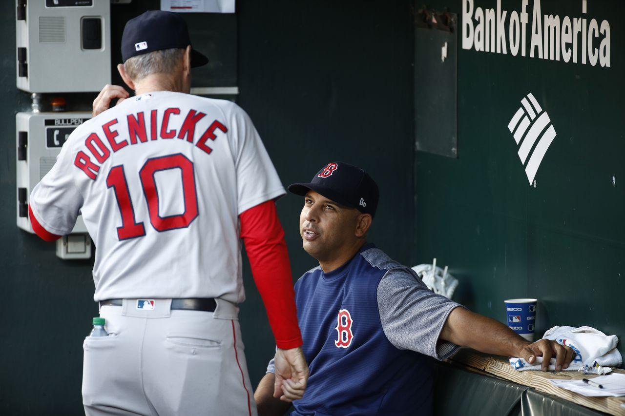 Ron Roenicke, conversa con Alex Cora. Foto:AP