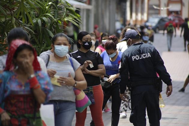 Hasta el corte de este martes, las autoridades de salud en Panamá han realizado 28,795 pruebas para COVID-19. Foto EFE