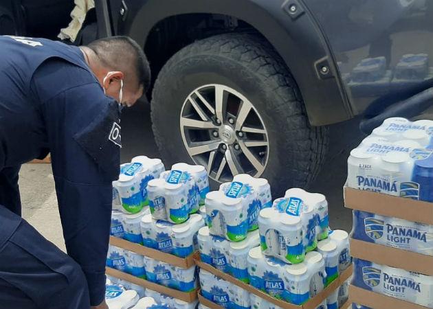 Más de 90 cajas de cervezas fueron confiscadas en Santiago. Fotos: Melquíades Vásquez.