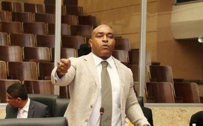 De acuerdo con Ricardo Beteta de la Ahmnp, el diputado fue seleccionado por sus declaraciones discriminatorias.
