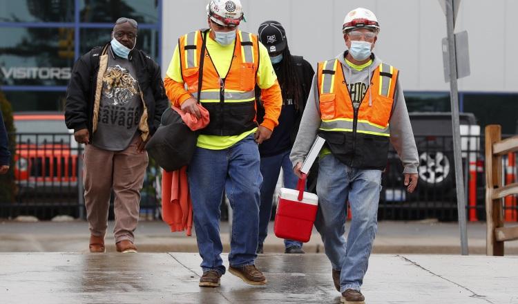 En total esta semana 15,100 empleados de FCA (11,700 en Estados Unidos y 3,400 en Canadá), volverán a sus puestos de trabajo. AP