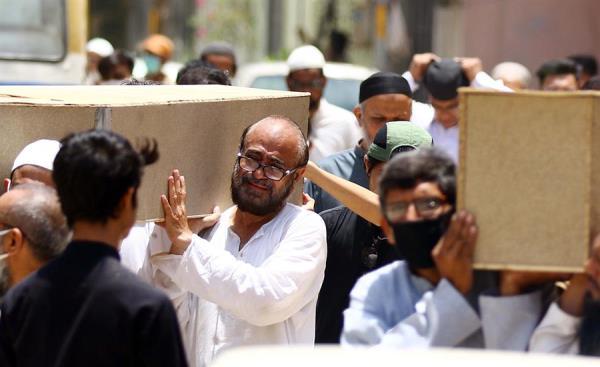 El portavoz de Karachi, Faheem Rana, indicó que se realizarán pruebas de ADN para identificar los cuerpos. FOTO/EFE