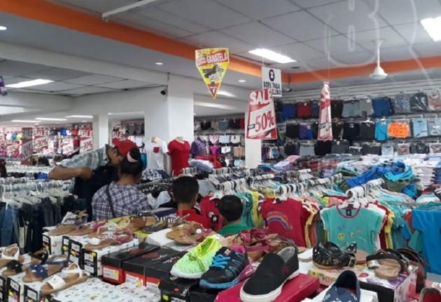 Mercados de Managua como el Oriental que diariamente que atraía a unos 8 mil compradores, hoy se notan más vacíos. EFE