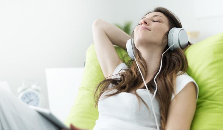 La música, permite a través del ritmo y el movimiento, manejar los niveles de ansiedad y estrés. Pixabay