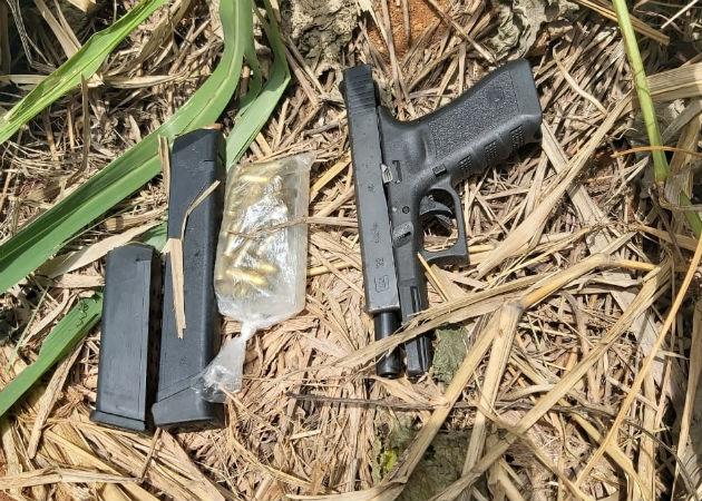 Se encontró una pistola 9 milímetros, proveedores y municiones. Fotos: Diómedes Sánchez.