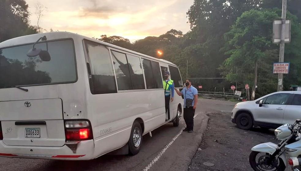 Usuarios no deben abordar autobuses que sobrepase el límite de pasajeros.