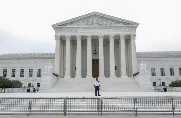 Pese al fallo favorable al Estado, cuatro jueces conservadores del Tribunal (son un total de nueve) emitieron opiniones de disenso.