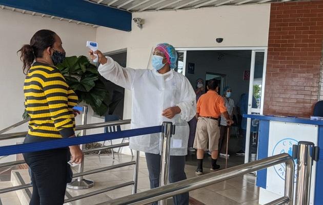 Los retrasos han aumentado las cifras de positivos de COVID-19 en Panamá.