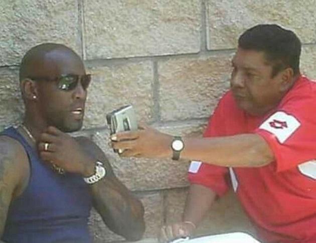 Efigenio Tapia le realiza una entrevista al excapitán de la selección de fútbol de Panamá, Felipe Baloy.