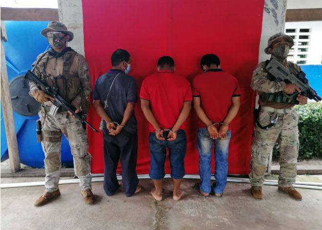 Los aprehendidos son investigados por las autoridades correspondientes. Fotos: Cortesía/Melquíades Vásquez