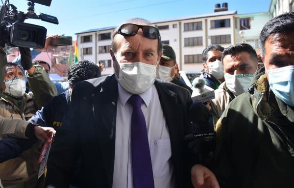 El ministro transitorio de Salud Marcelo Navajas se encuentra en prisión preventiva por una supuesta trama para la compra en España con un sobreprecio de unos dos millones de dólares de respiradores para pacientes críticos de COVID-19. FOTO/EFE