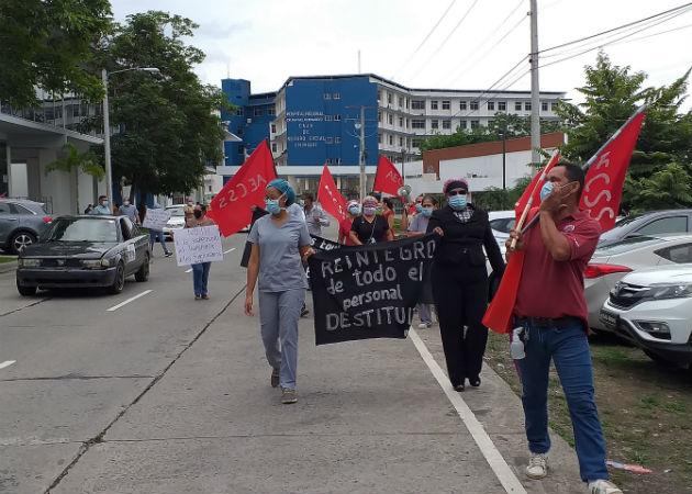 Protestaron de forma pacífica en la vía Interamericana frente al hospital de la CSS en David. Fotos. José Vásquez.