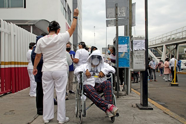 Benito detalló que en el minuto de diferencia entre la alerta y el temblor funcionaron los protocolos para la evacuación de 1.195 personas entre sanitarios y pacientes, además de coordinar el repliegue de las 350 personas del área COVID-19.